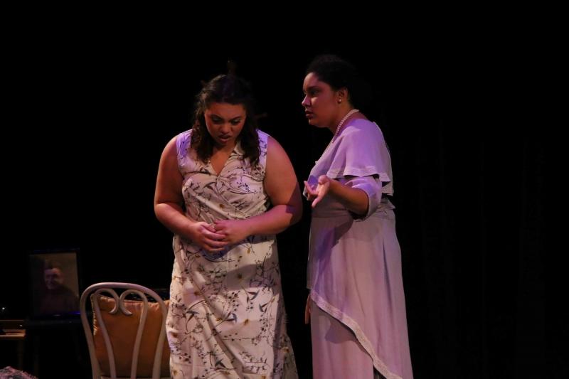 Justice Hespe as Laura Wingfield and Kat Adams as Amanda Wingfield. Photo by Rahul Chakraborty