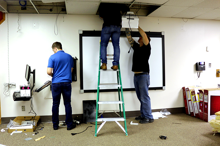Installing multi-touch projection system