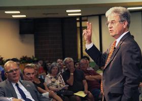 Senator Tom Coburn holds meeting on campus
