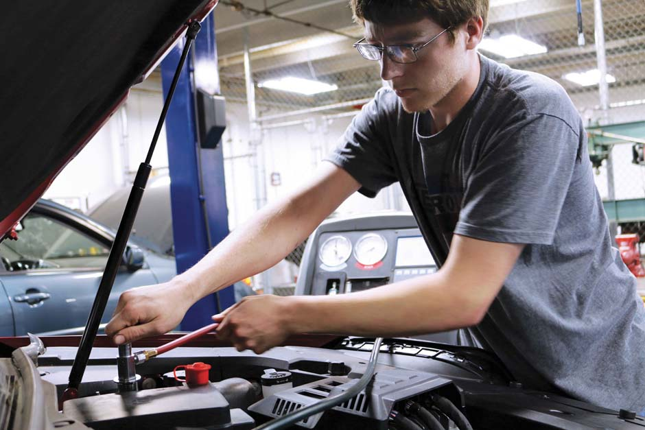 Dustin Turner, automotive technician