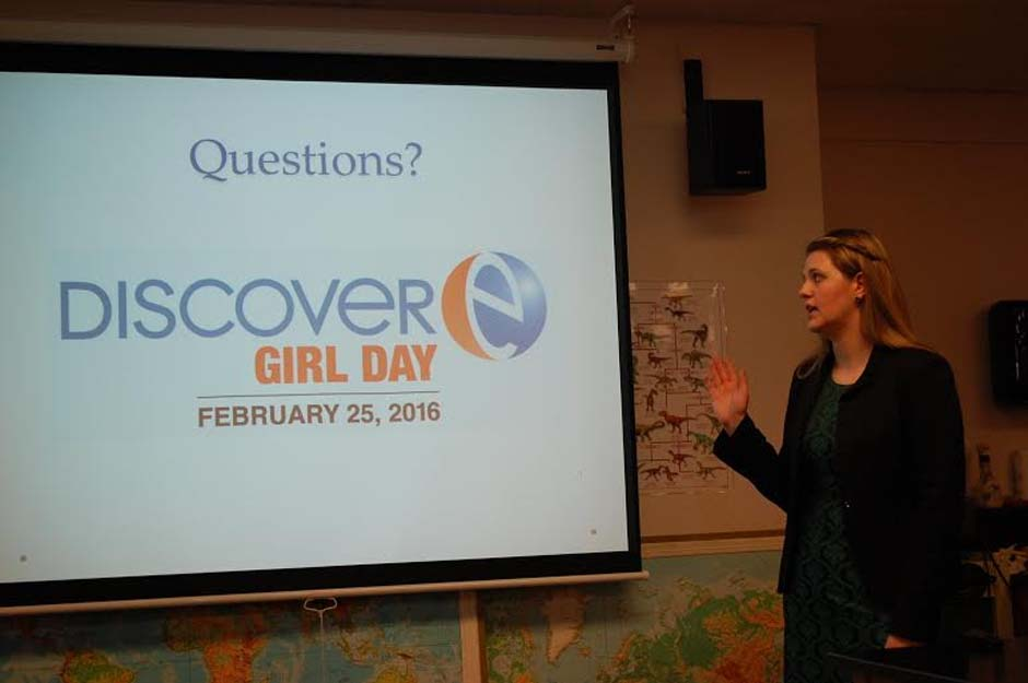 Society of Women Engineers President Leslie Crissup visits OCCC's Engineering Club