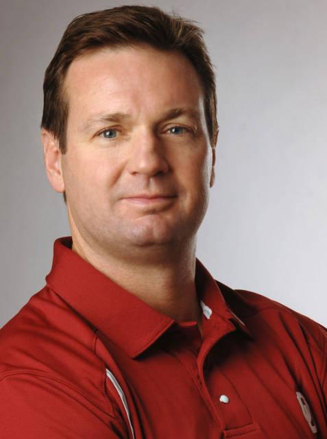 Stoops Retires As OU Head Coach