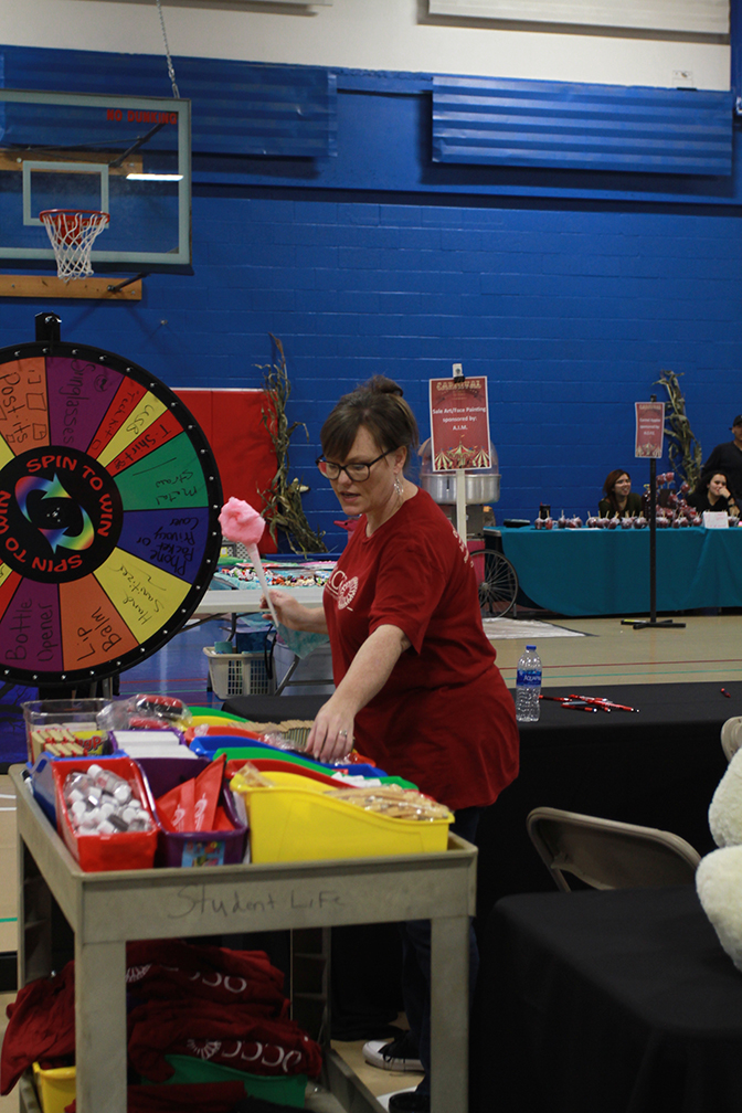 College Clubs Come Together For Fall Carnival Indoor Fun