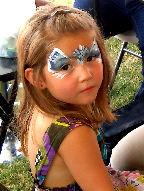 Emerson Brazier gets her face painted