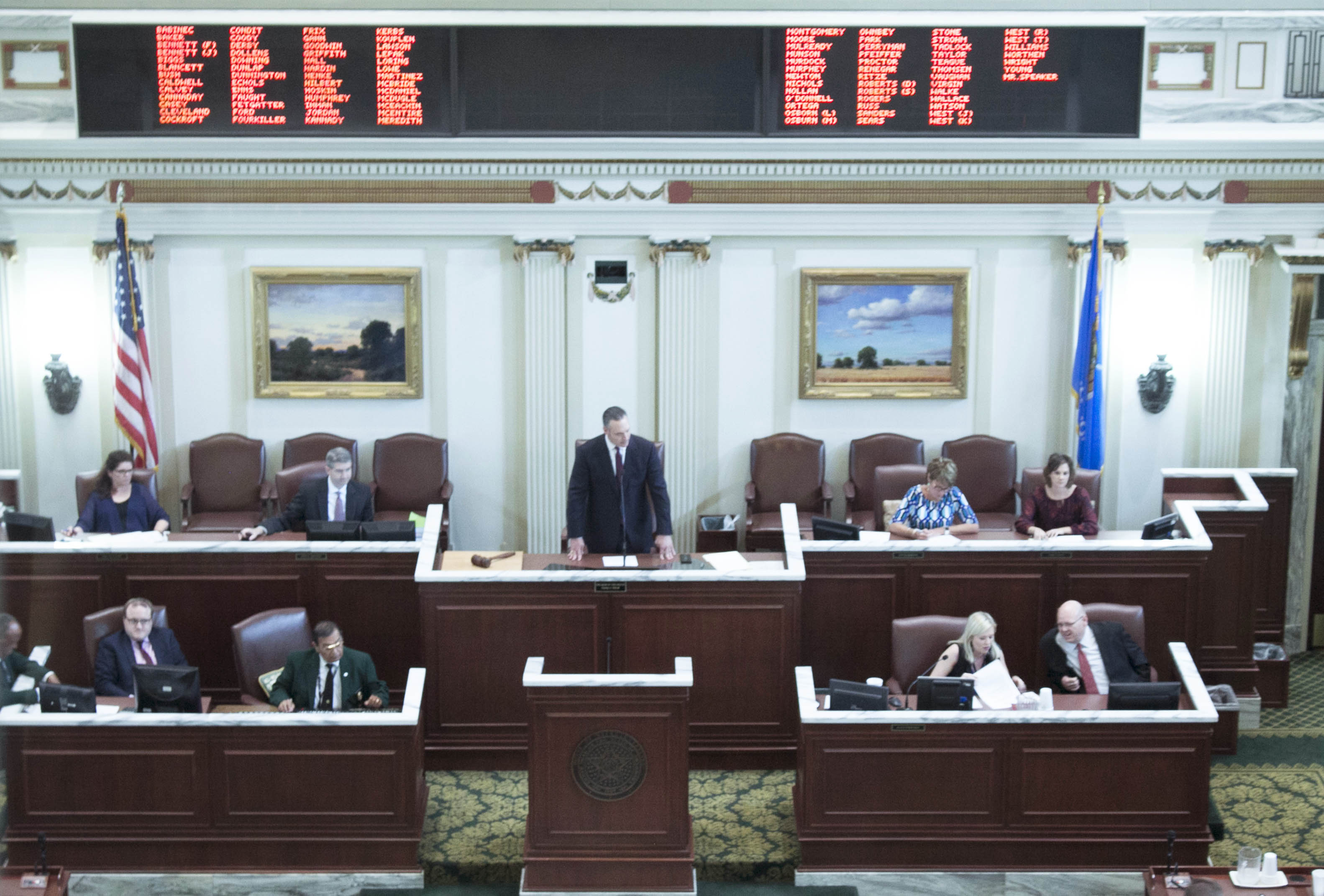 State Lawmakers Open Session Amid Budget Turmoil